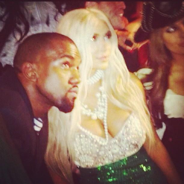 Kim Kardashian fantasiada de sereia (Foto: Instagram / Reprodução)