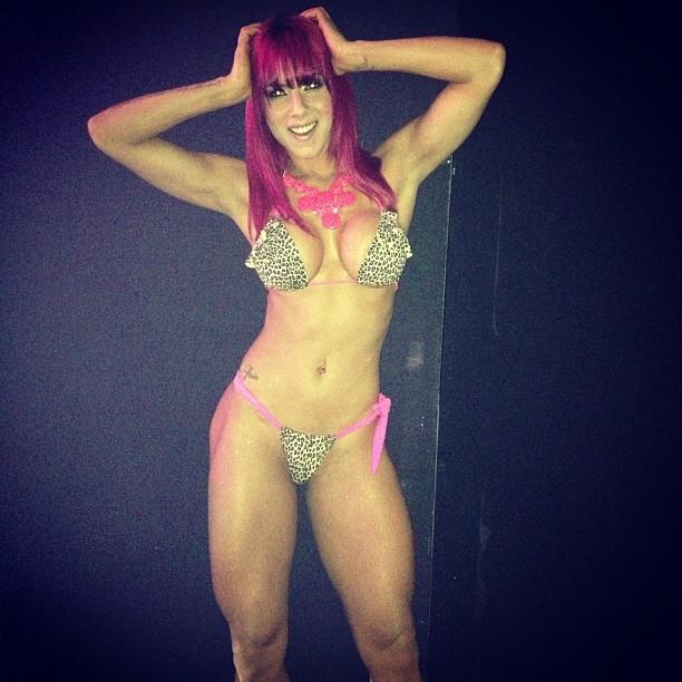 Thaís Bianca posa de biquíni nos bastidores de programa (Foto: Reprodução/ Instagram)
