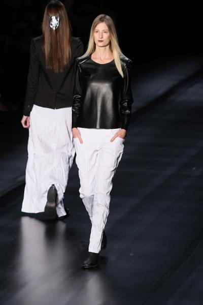 Segundo a jornalista de moda Heloísa Marra, a Uma apostou no estilo urbano super confortável