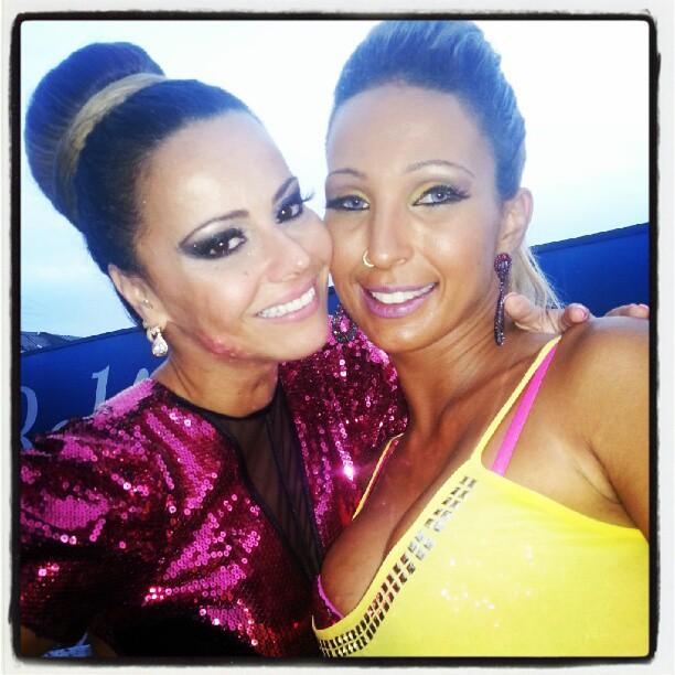 Viviane Araújo e Valesca Popozuda na Parada Gay de Madureira (Foto: Reprodução/Instagram)
