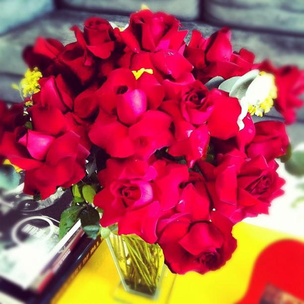 Giovanna Ewbnak ganha flores de Gagliasso (Foto: Reprodução/Instagram)