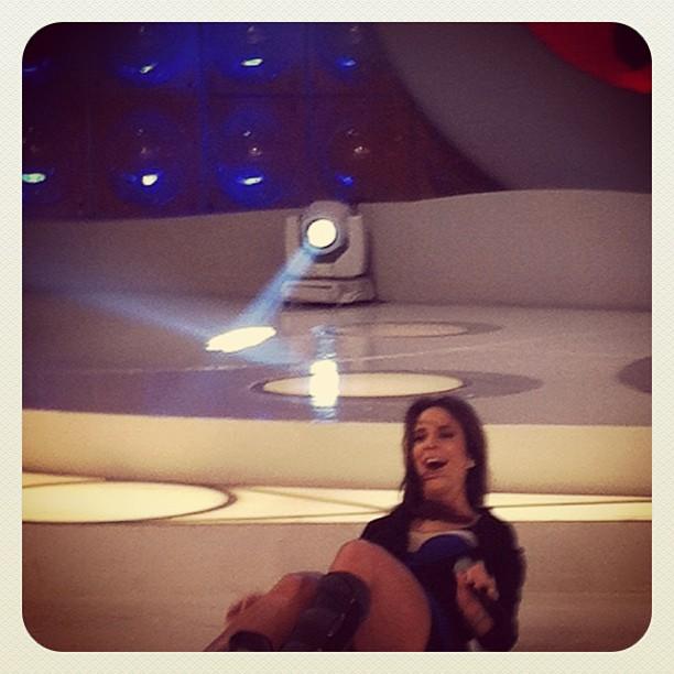 Ivete Sangalo cai em gravação de programa (Foto: Instagram/ Reprodução)