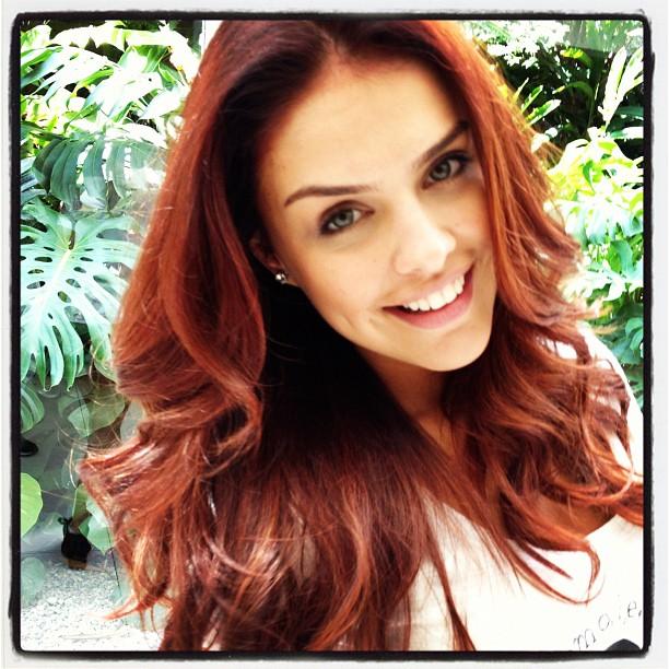 Paloma Bernardi exibe cabelo ruivo (Foto: Instagram)
