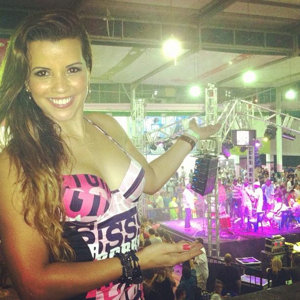 Renata Santos volta a quadra da Mangueira após perder o reinado (Foto: Reprodução/Instagram)