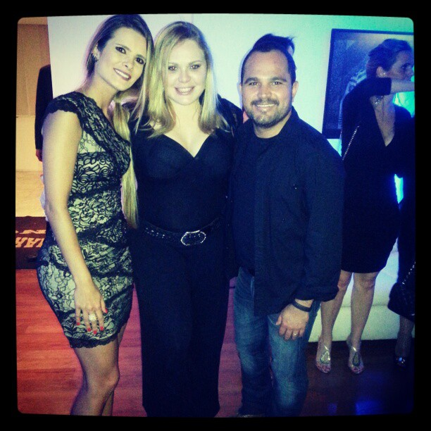 Paulinha com Luciano e a mulher, Flávia (Foto: Reprodução/Twitter)