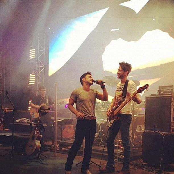 Gusttavo Lima particpa de show de Zezé Di Camargo (Foto: Reprodução/Instagram)