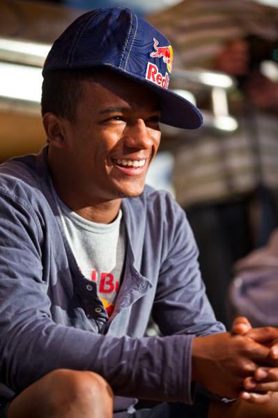 Neguin começou a carreira como b-boy aos 16 anos, depois de se interessar pela cultura Hip Hop em Cascavel, no Paraná, sua cidade natal.