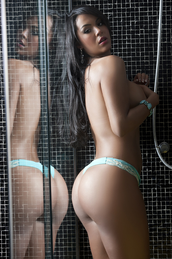 Aline Bernardes faz ensaio sensual (Foto: Miss Bumbum Brasil 2012/Divulgação)