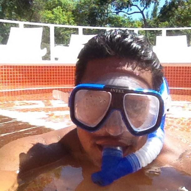 Xanddy posa com máscara de mergulho (Foto: Instagram)