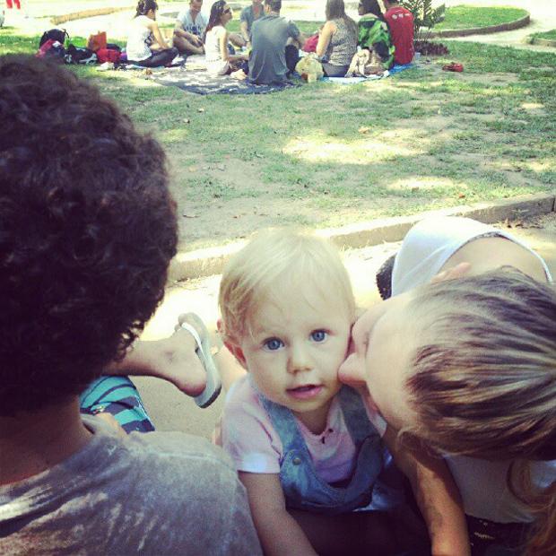Carolinie Figueiredo posta foto da filha, Bruna Luz (Foto: Instagram / Reprodução)