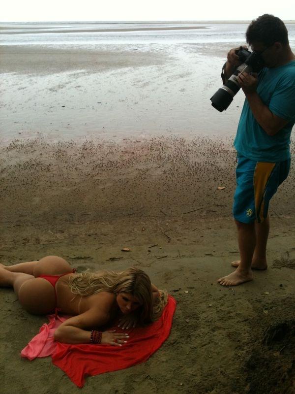 Bastidore do ensaio da Miss Bumbum para a revista Sexy (Foto: CO Assessoria / Divulgação)