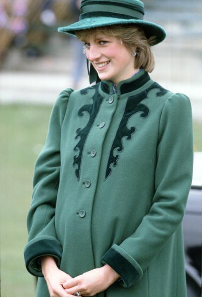 Assim como Kate Middleton, Lady Di engravidou de seu primeiro filho, William, pouco depois do casamento com o príncipe Charles, em julho de 1981.