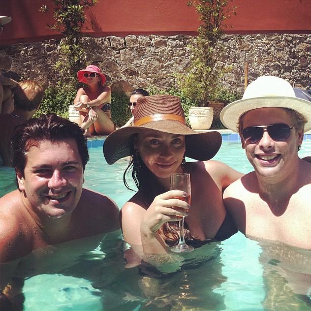 Suzana Pires com Bruno Chateaubriand e André Ramos (Foto: Reprodução/Instagram)