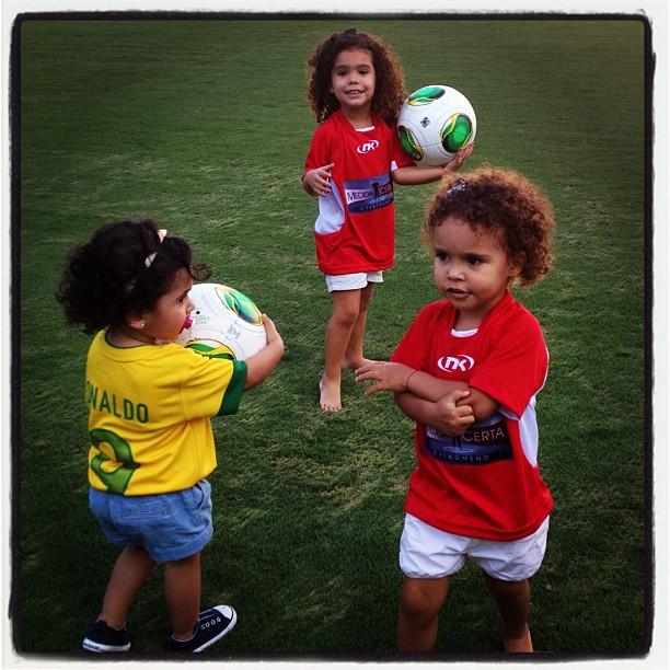 Bia Antony posta foto das filha (Foto: Instagram / Reprodução)