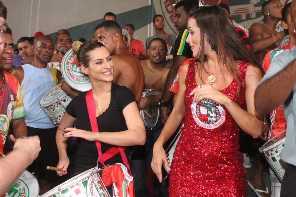 Cleo Pires e Carla Prata em ensaio da Grande Rio
