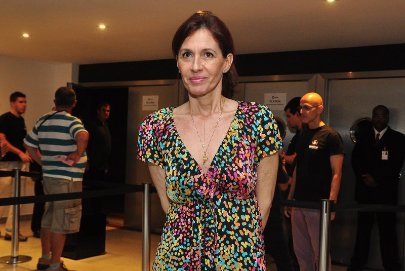 Flora Gil, mulher do cantor Gilberto Gil, foi conferir a apresentação