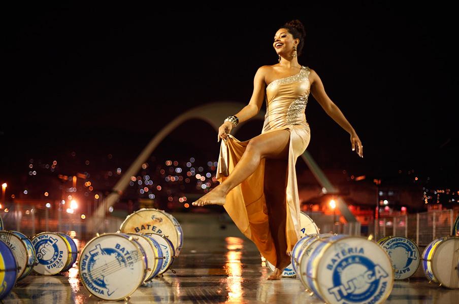 """A série """"Sua majestade, a bateria"""", do EGO, em que rainhas de bateria do grupo especial do Rio de Janeiro homenagearam suas bateria teve início com Juliana Alves"""