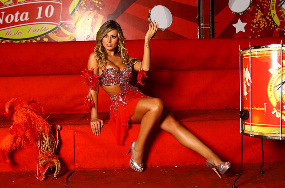 Andressa Urach vai desfilar pela primeira vez no carnaval de São Paulo, defendendo a Tom Maior na avenida