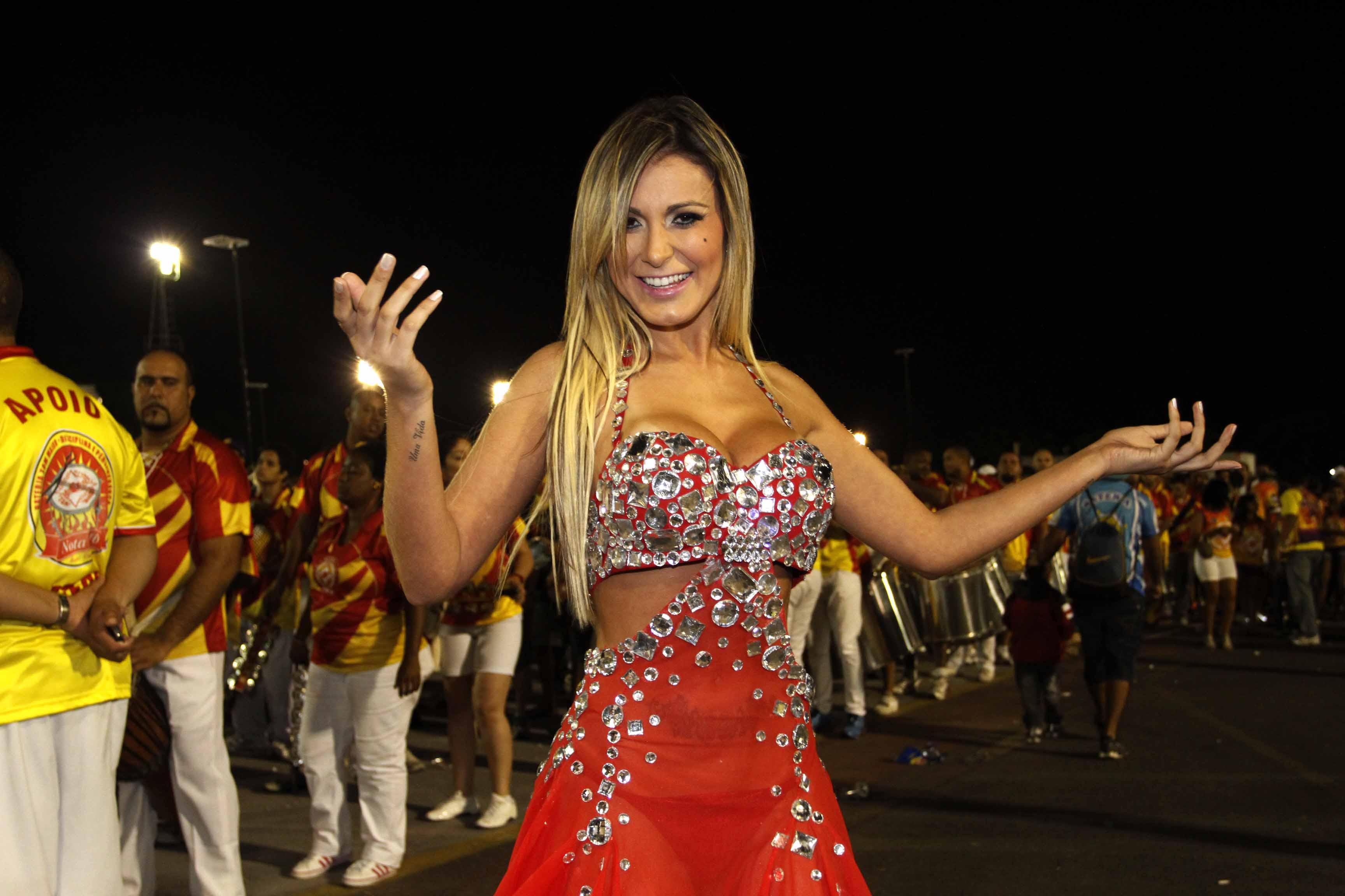 Andressa Urach em ensaio no sambódromo do Anhembi, em São Paulo
