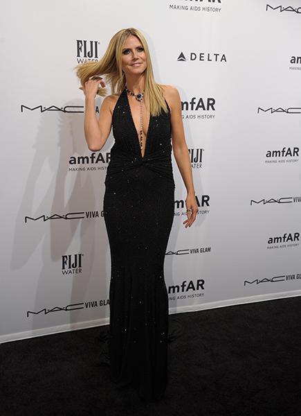 Heidi Klum de vestido Michael Kors, sapatos Louboutin e  joias Lorraine Schwartz na noite de gala em NY