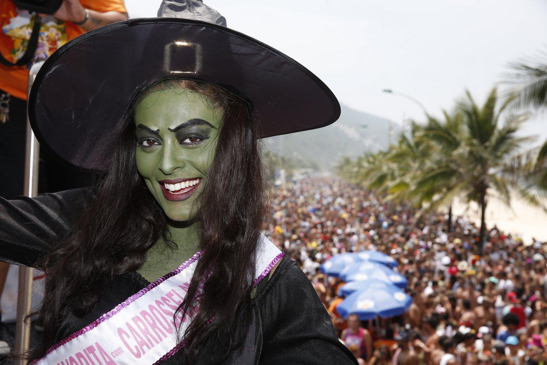 Juliana Paes foi uam das atrações do Bloco da Favorita, em São Conrado