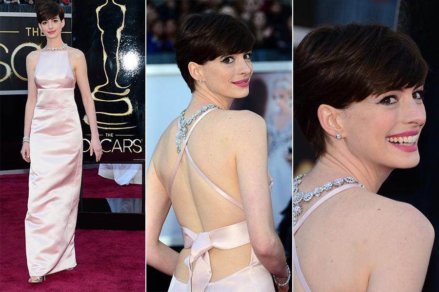 Anne Hathaway, vencedora do Oscar de atriz coadjuvante por 'Os miseráveis', de vestido Prada