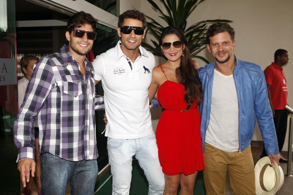 Os ex-BBBs André, Eliéser, Kamilla e Aslan deixam hotel no Rio