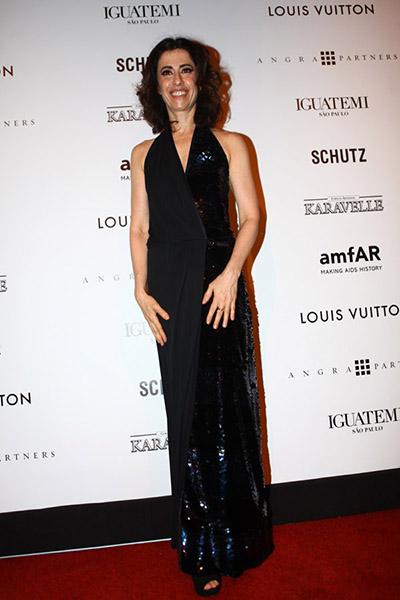Fernanda Torres de vestido Louis Vuitton no baile amfAR em São Paulo