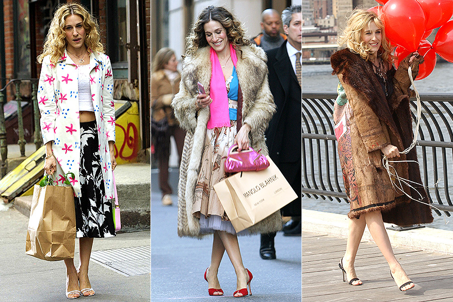 "Carrie Bradshaw, interpretada por Sarah Jessica Parker em ""Sex and the City"", é o exemplo clássico: a personagem deu um pontapé na fama das sandálias criadas pelo designer Manolo Blahnik, e a atriz adotou o visual na vida real"