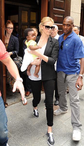 Em março de 2012, Charlize Theron anunciou que havia adotado um menino sul-africano chamado Jackson.