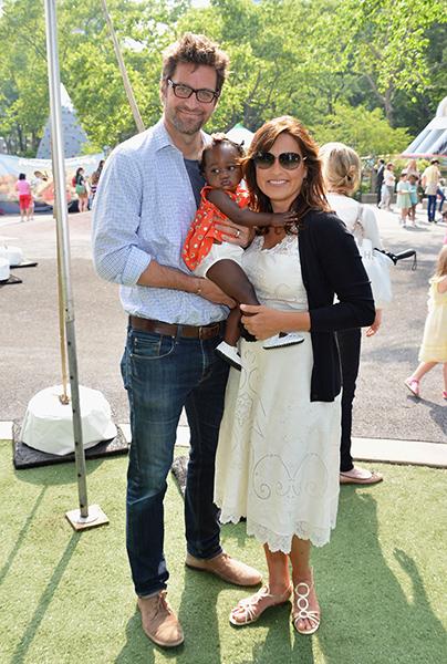 Mariska Hargitay, da série 'Law and order: SVU', já era mãe de um menino quando adotou Amaya Josephine (foto), em abril de 2011. Seis meses depois, a atriz adotou um menino recém-nascido, chamado Andrew Nicolas.