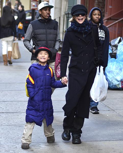 A atriz Meg Ryan adotou em 2006 uma menina chinesa, Daisy True