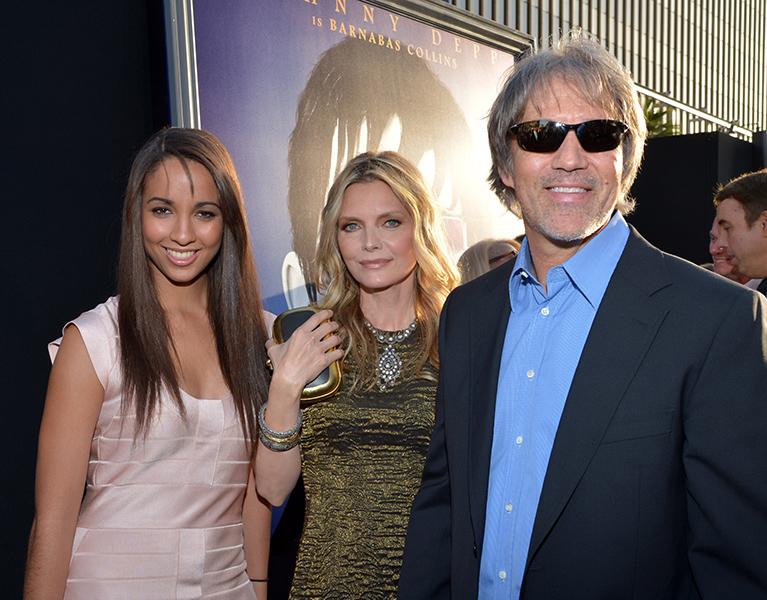 Michelle Pfeiffer adotou Claudia Rose em 1993, quando a menina ainda era recém-nascida.