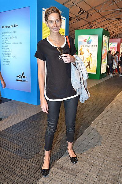 A ex-modelo e apresentadora Mariana Weickert nos corredores da Marina da Glória