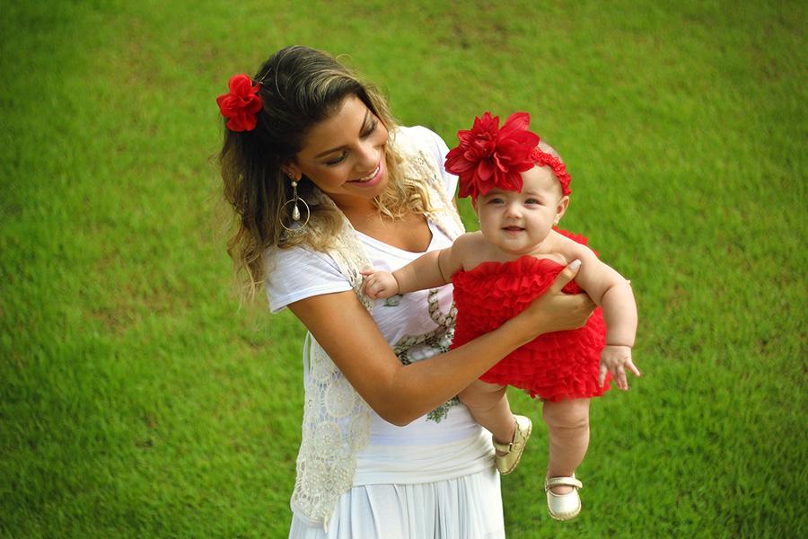 Ex-BBB Karla com a filha, Carolina.