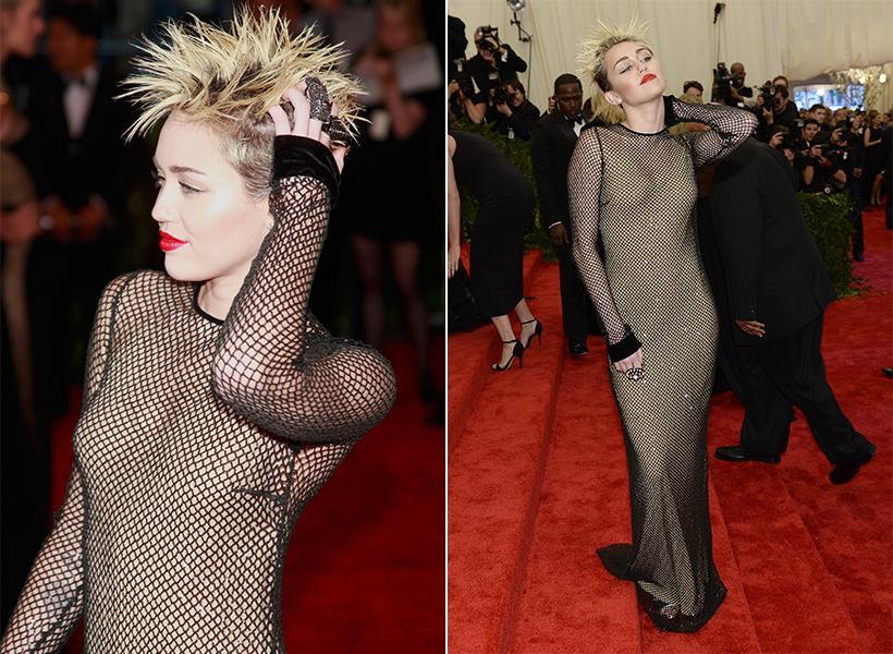 Miley Cyrus mostrou atitude com o cabelo arrepiado e vestido Marc Jacobs