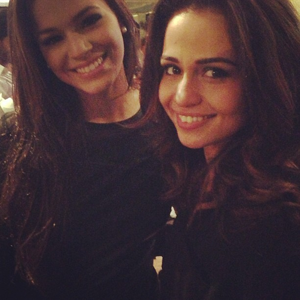 Bruna Marquezine e Nanda Costa em festa