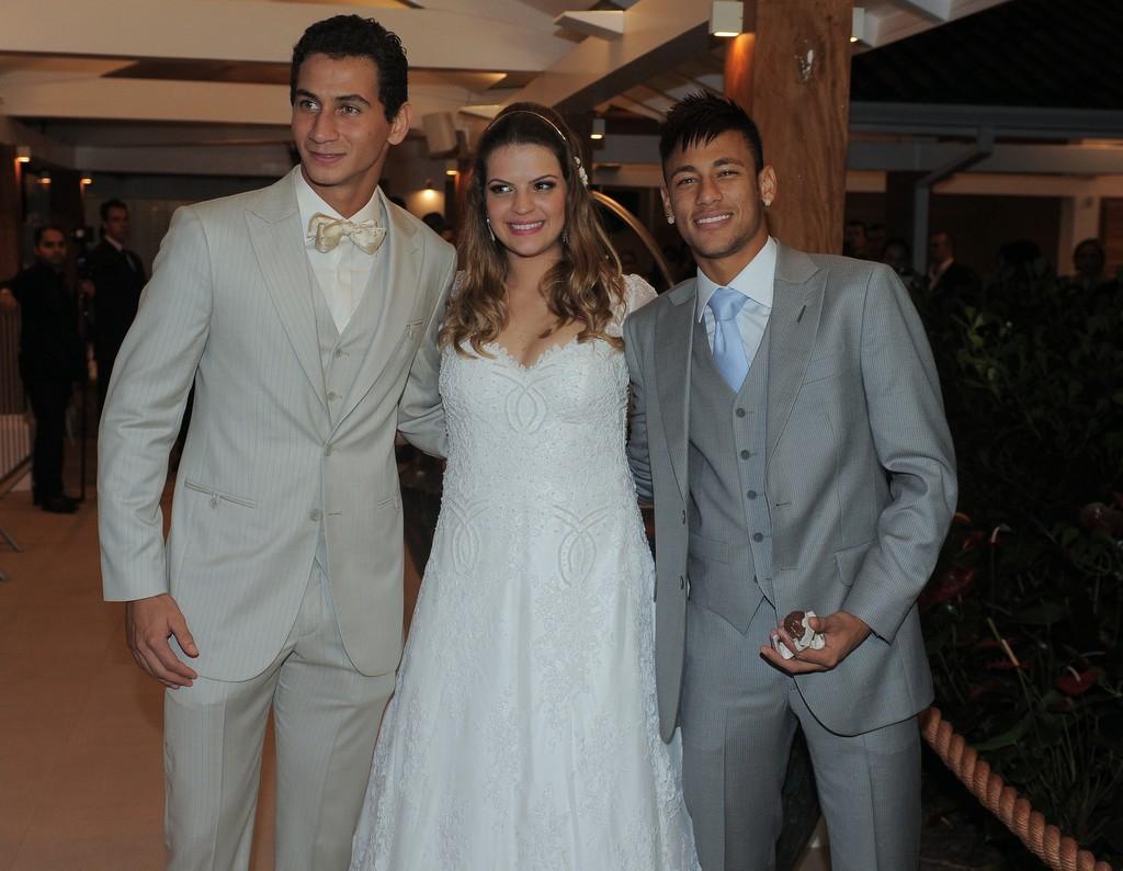 Ganso, Giovanna e Neymar após a cerimônia de casamento, neste sábado, 25.