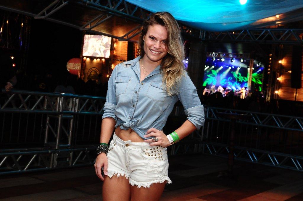 Natalia Casassola marcou presença na primeira edição do Weekend Sertanejo que aconteceu na Costa do Sauípe, na Bahia