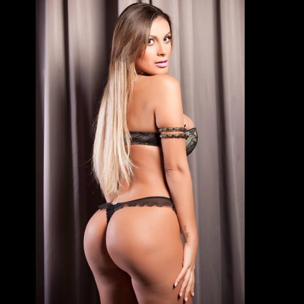 Andressa Urach posou de lingerie para um ensaio
