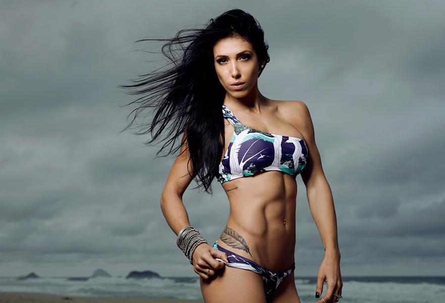 O abdômen tanquinho de Bella Falconi a transformou em musa de Gracyanne Barbosa, Carol Buffara e Gabriela Pugliese, outras que fazem sucesso no Instagram com dicas de malhação e bem-estar
