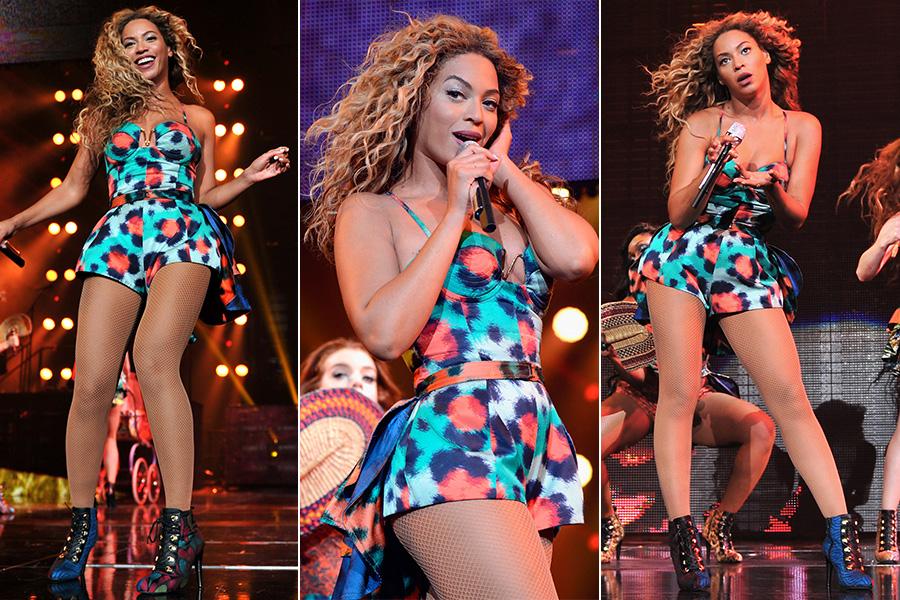 """O lado animalesco de Beyoncé durante a turnê, especialmente quando canta seu novo hit, """"Grown Woman"""", aparece através do macaquinho estampado, criado pela grife Kenzo"""