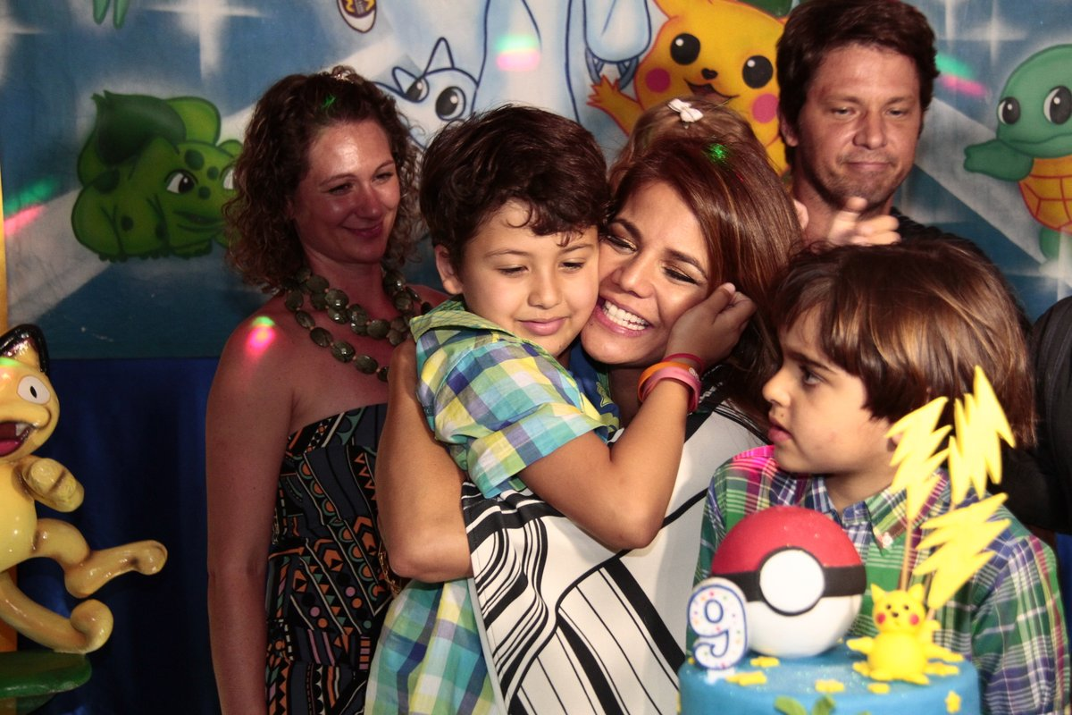 Nívea Stelmann com o filho, Miguel, na festa dele no Rio