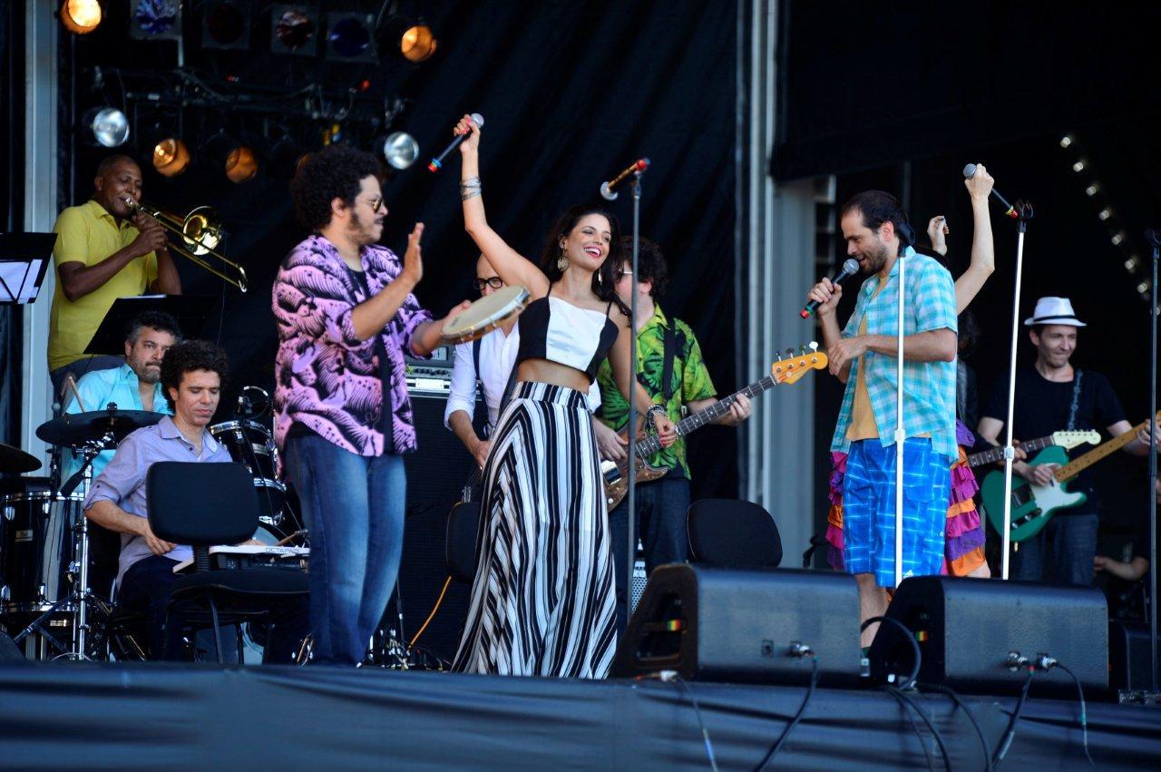 Emanuelle Araújo comanda a Orquestra Imperial no penúltimo dia do festival de música