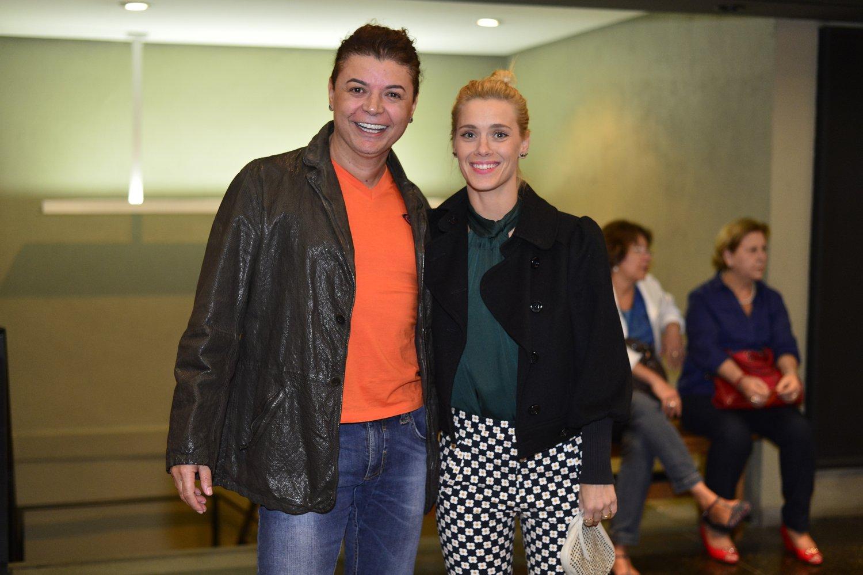 David Brazil e Carolina Dieckmann em estreia de peça no Rio