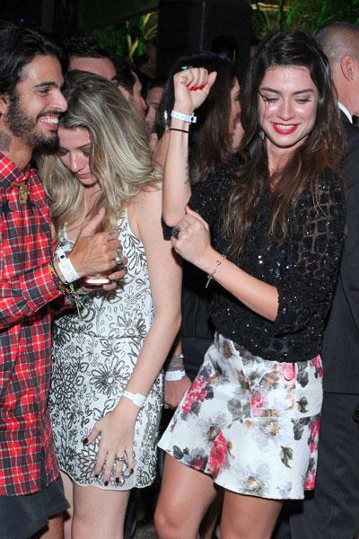 Luma Costa e Thaila Ayala dançam em festa no Rio