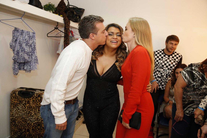 Luciano Huck, Preta Gil e Angélica em show da cantora no Rio