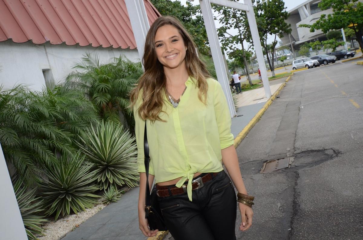 Juliana Paiva é protagonista da novela e interpreta a Lili