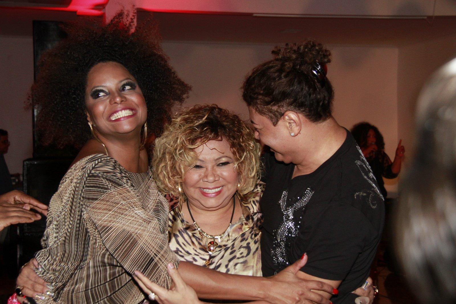 Alcione com Adriana Bombom e David Brazil em festa de aniversário da cantora no Rio