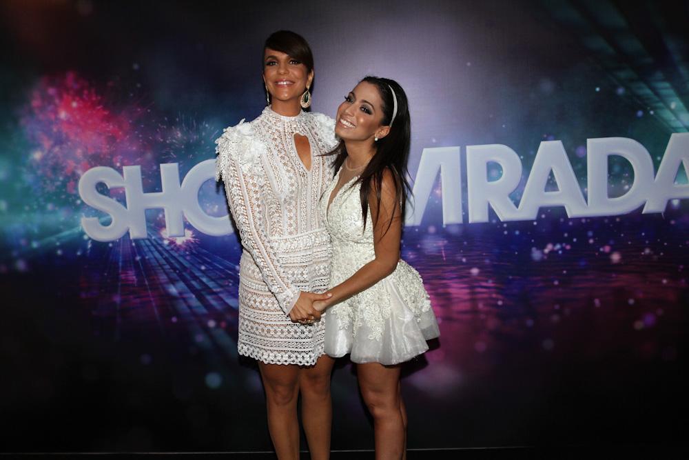 Ivete Sangalo e Anitta na gravação do show da Virada 2013 em São Paulo